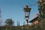 lampa w ogrodzie